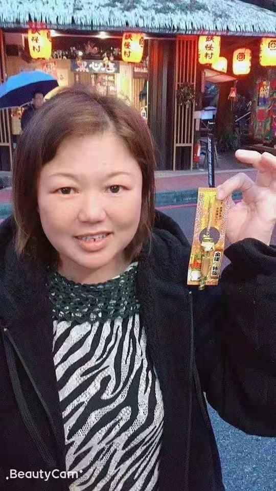 余玉莉, on a trip in Taiwan. She is wearing an animal print top and a jacket. She has short brown hair.