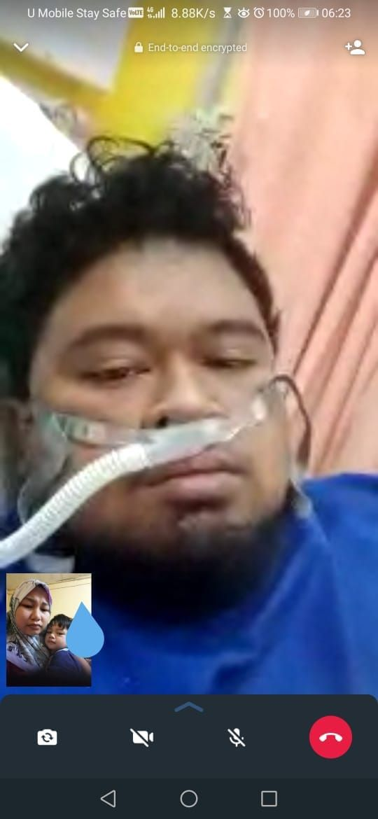 Ahmad Zul Fadli Ali Maharom Tuah is on oxygen supply, while communicating with his wife and child on video call.