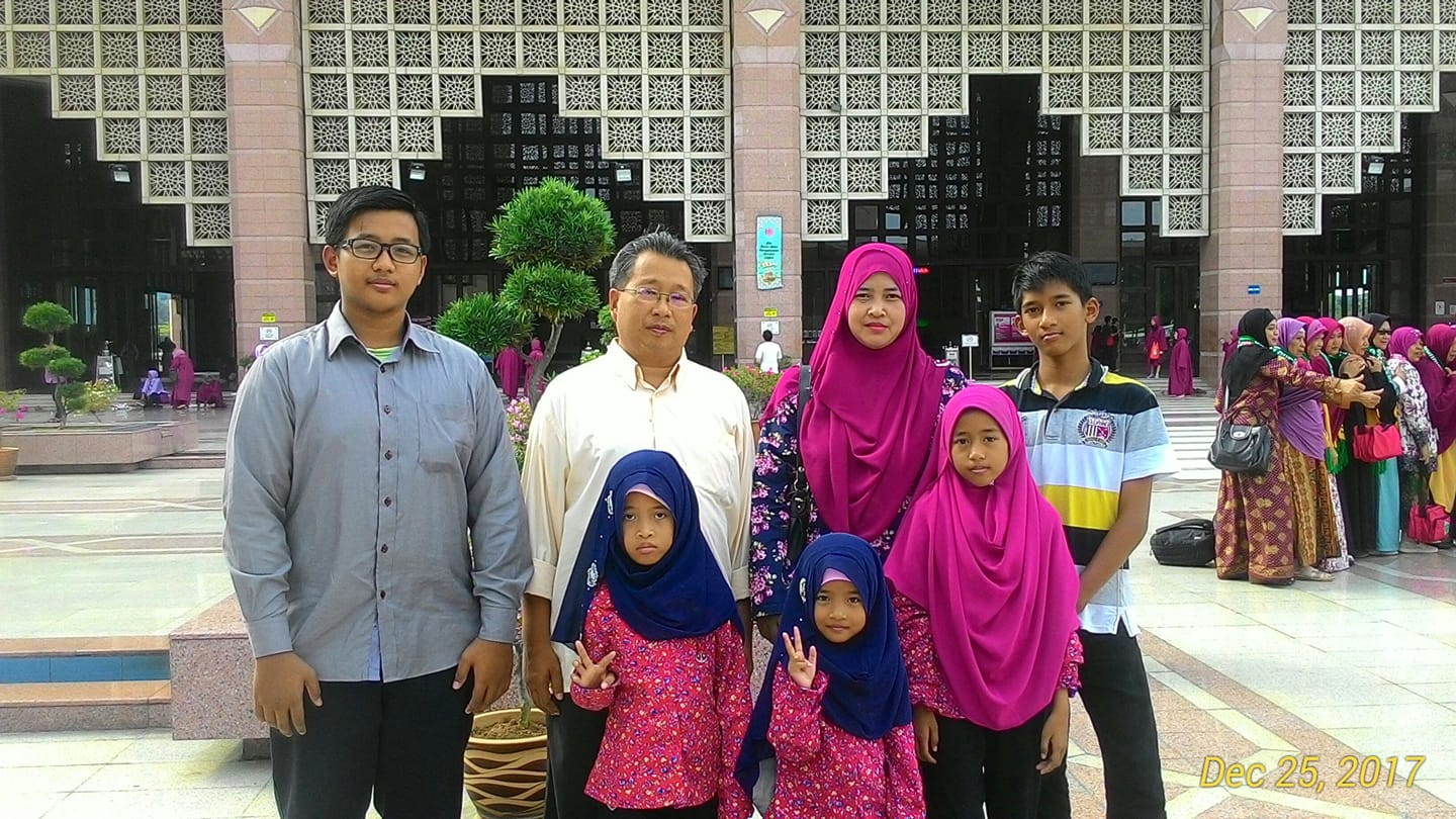 Abdu Kadir Abdul Rahman with his family - a wife, two teenage sons and three young daughters.
