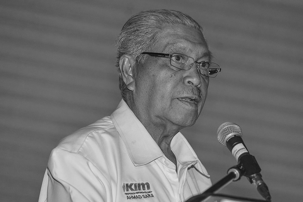 Ahmad Sarji Abdul Hamid in a shirt bearing Ikim logo, with a microphone in front of him, giving a speech